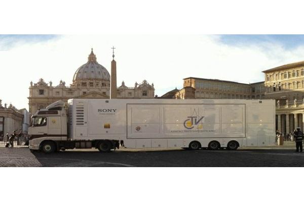 Фургон Ватиканского телевидения – пункт управления для проведения прямых и выездных трансляций в формате HD.
